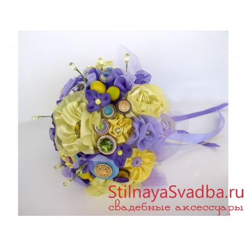 Фото. Букет из ткани и пуговиц в желто-фиолетовой гамме