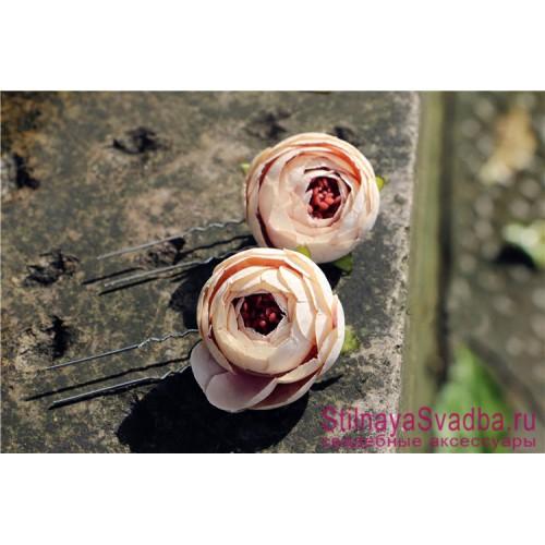 Шпильки  для волос с цветами ранункулюсов пудровые фото