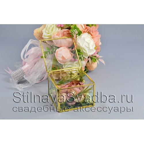 Стеклянная шкатулка для колец прямоугольной формы с флористической композицией из роз фото