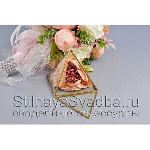 Стеклянная шкатулка-пирамида с кремовой розой фото