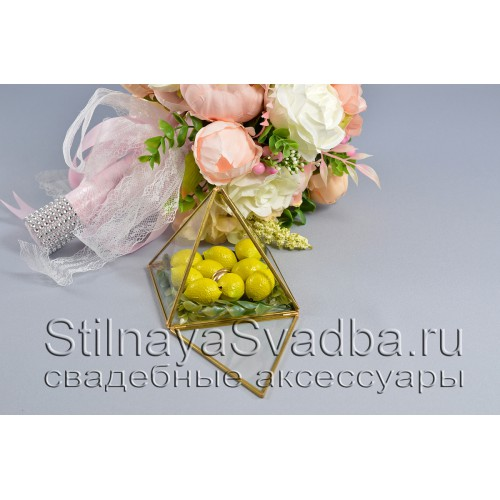 Стеклянная шкатулка-пирамида с лимончиками фото