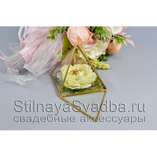 Стеклянная шкатулка-пирамида с нежно-жёлтой розой фото