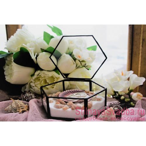 Стеклянная шкатулка с ракушками и белым песком фото