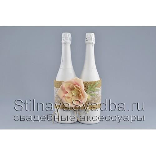 Украшение на шампанское  в рустикальном стиле с кремовой  розой фото