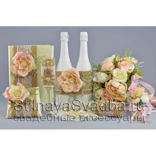 Свадебные  аксессуары в рустикальном стиле с кремовыми розами фото