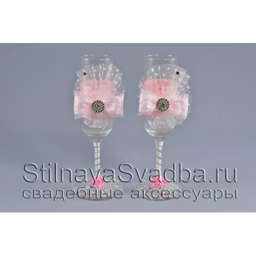 Свадебные бокалы с розовыми бантами фото