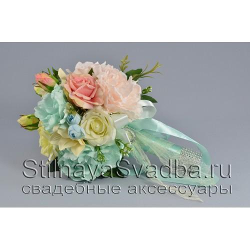 Свадебный букет невесты в мятно-розовом цвете фото