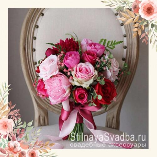 Яркий красно-розовый букет из декоративных цветов фото