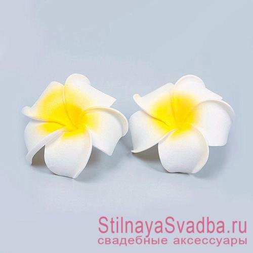 Заколки с цветком плюмерии в причёску декоративные фото